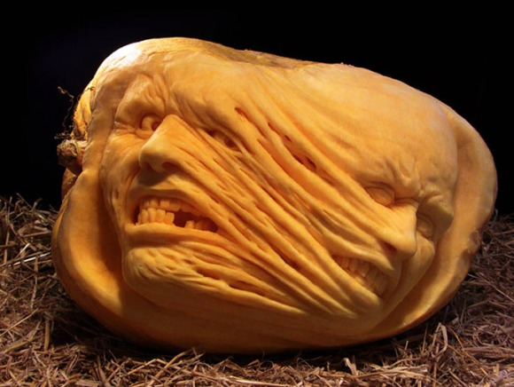 MindBlowing-Pumpkin-Carvings-by-Ray-Villafane-3