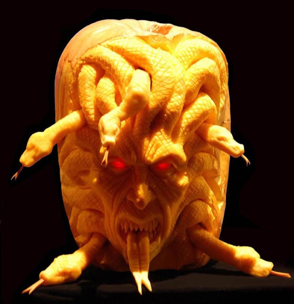MindBlowing-Pumpkin-Carvings-by-Ray-Villafane-4