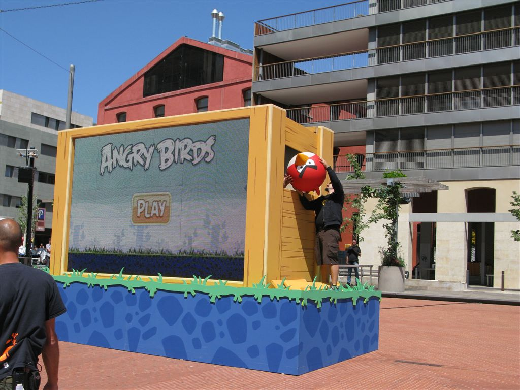 Life-Size Game of Angry Birds Played Using a Smartphone |