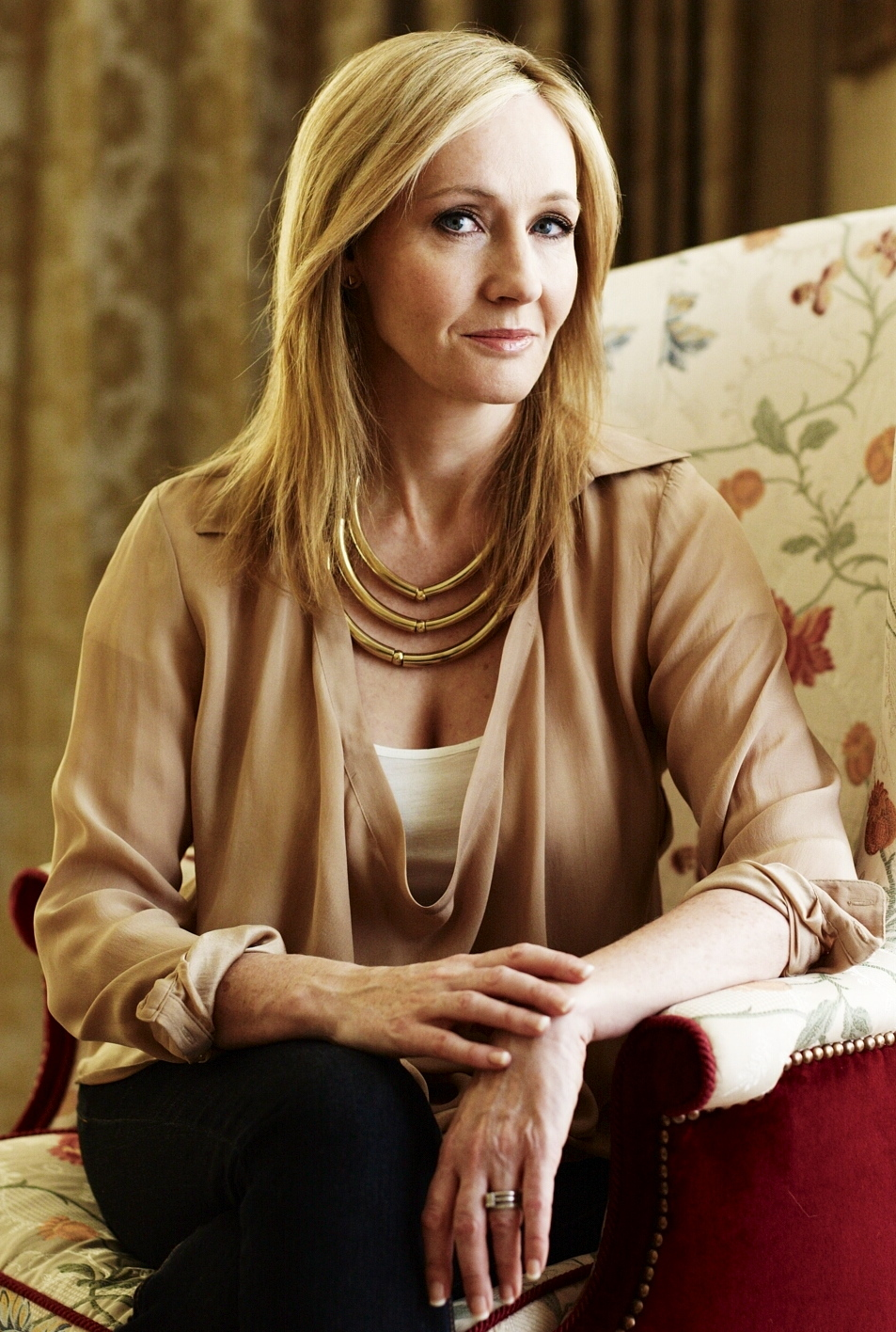 http://larryfire.files.wordpress.com/2012/04/jk-rowling-official-portrait.jpg