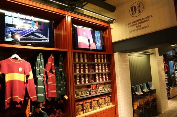 Harry+Potter_Shop+Interior+3