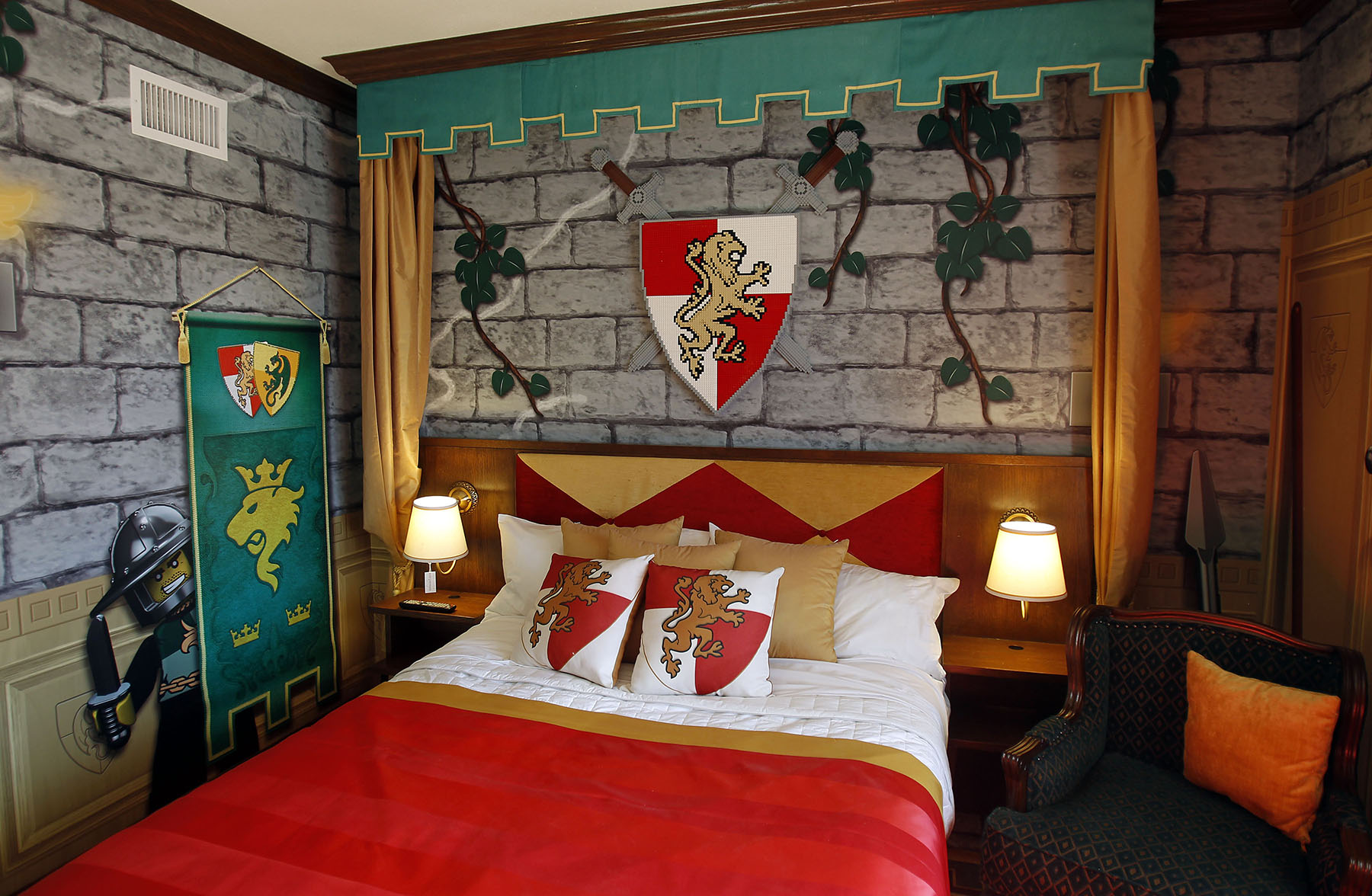 Legoland california resort opens lego themed hotel for Art decoration ideas for room