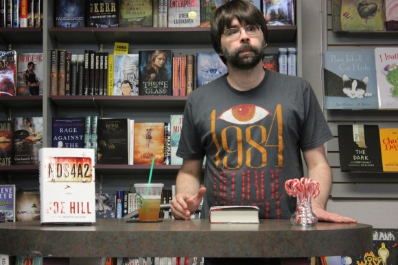 Joe Hill at Mysterious Galaxy Bookstore (6)