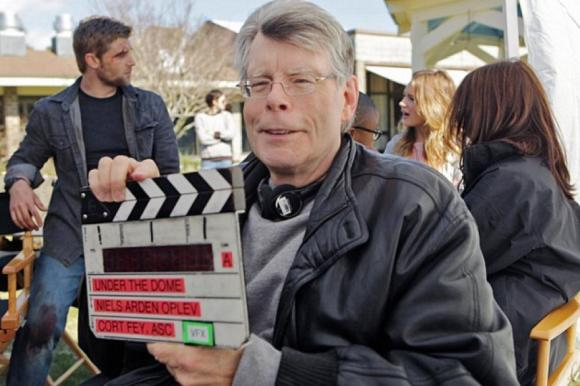 stephen-king-met-la-main-a-l-ouvrage