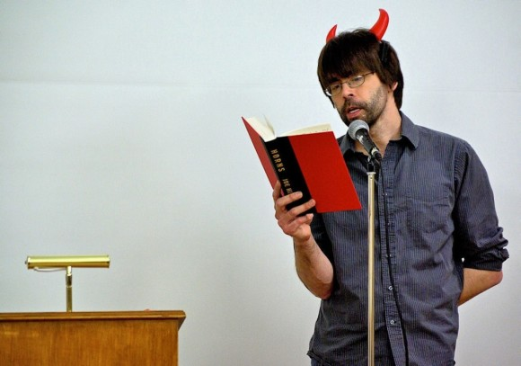 Joe-Hill-reads-from-Horns-1024x719