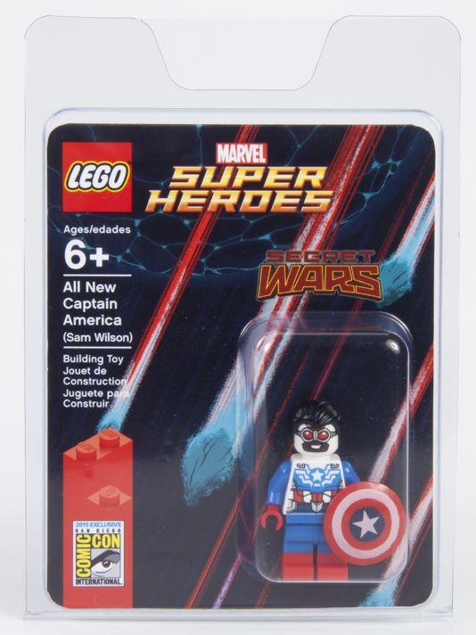SDCC-2015-LEGO-Minifigure-Sam-Wilson-Captain-America