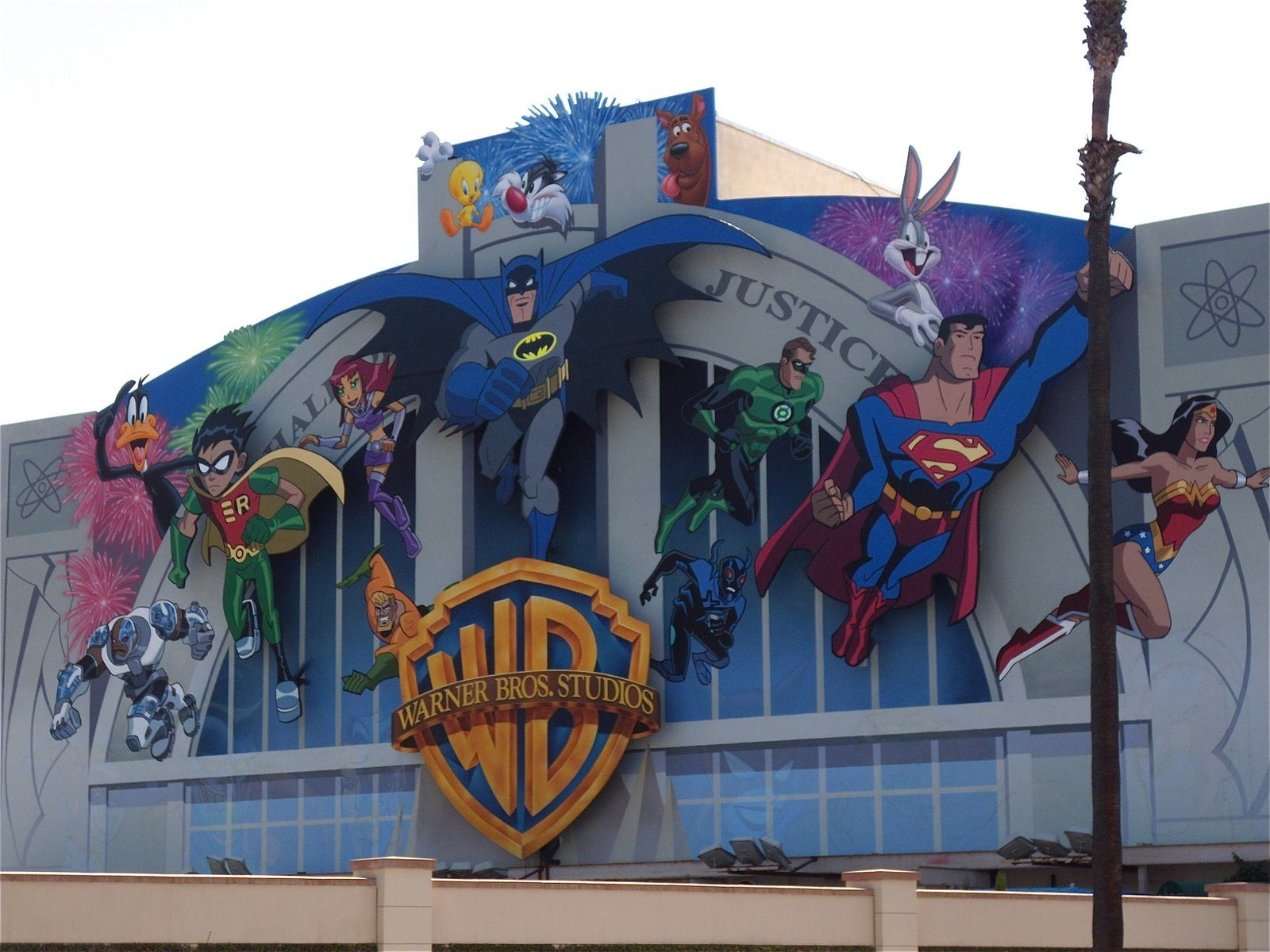 warner bros studio tour hollywood launches exclusive new 2