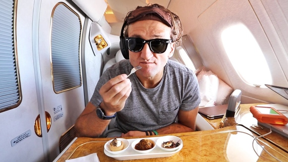 casey-neistat-21k-first-class-airplane-seat-01