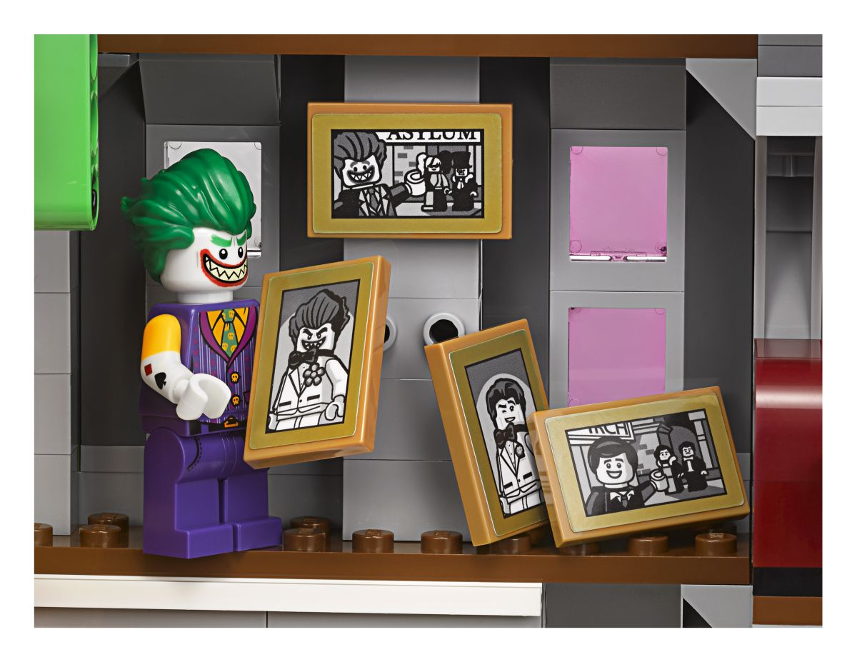 "ba117af5cb43 Recreate and reimagine memorable scenes from The LEGO Batman Movie. – The  Joker Manor measures over 21"" (55cm) high"