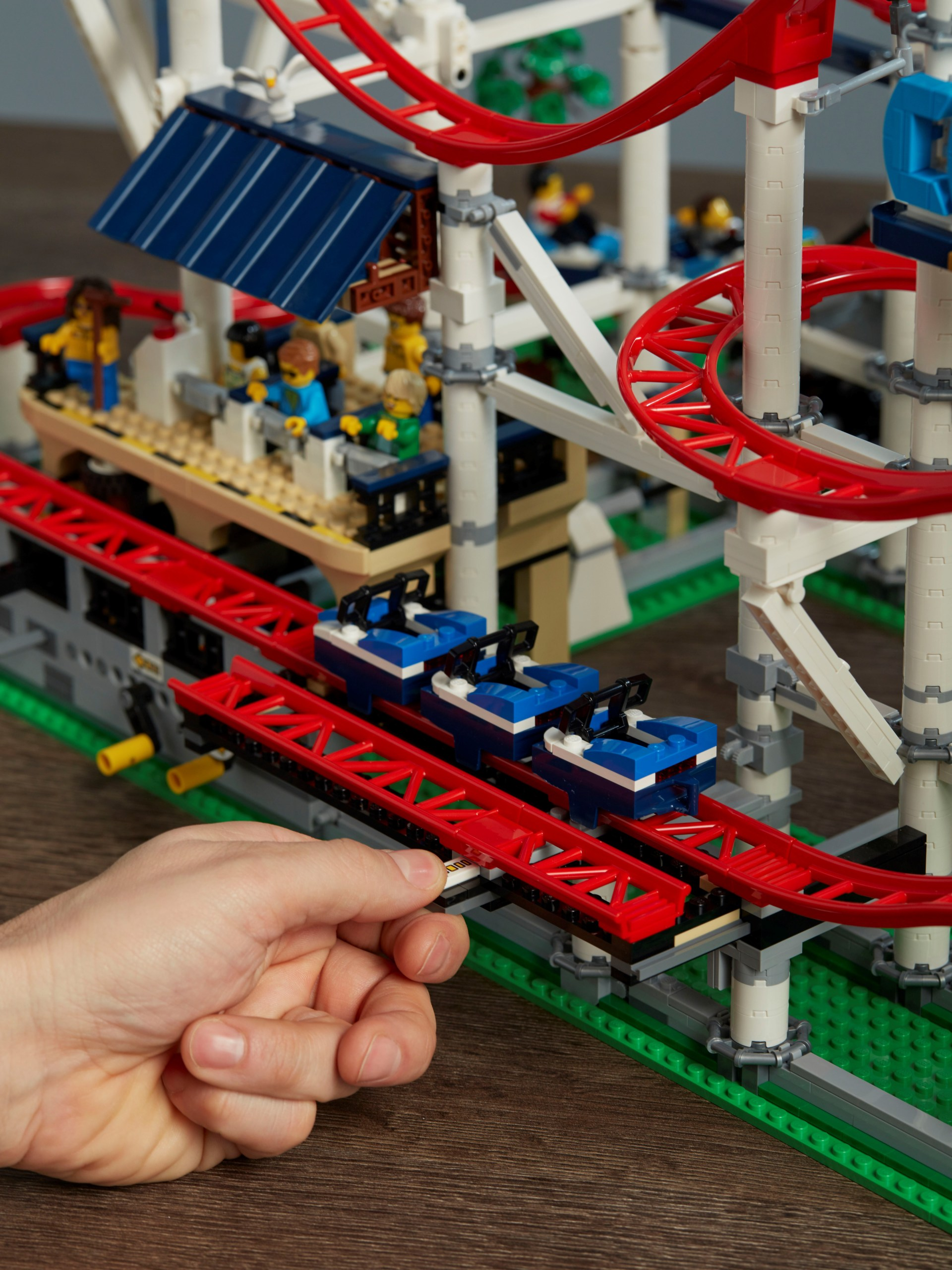 lego creator expert roller coaster. Black Bedroom Furniture Sets. Home Design Ideas